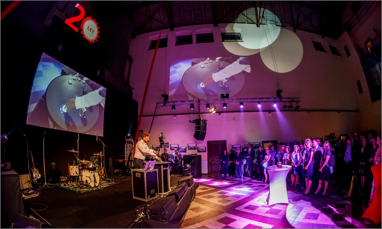 Reactable - kolektivní tvorba hudby od Event Interactive